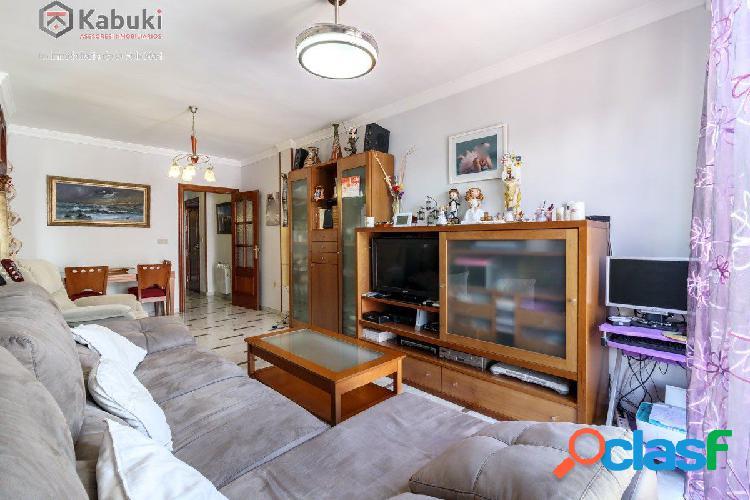 Espectacular piso situado en el centro de Armilla, con tres