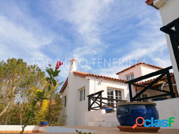 Finca con piscina y jardín en Playa San Juan - a la venta