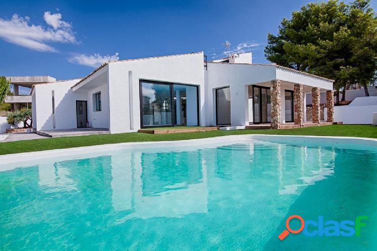 Gran villa de estilo semi Ibiza, completamente reformada en
