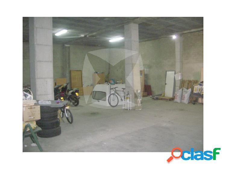 Local comercial semi-adaptado en zona de Barriada de Llera.