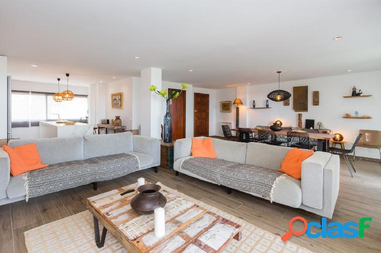 Lujoso apartamento en primera linea de playa de Gandia