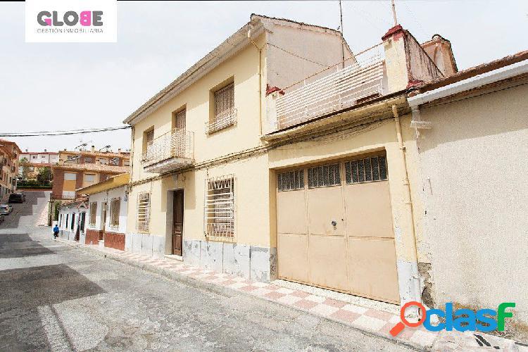 Magnifica casa de pueblo en pleno centro de Alfacar junto a