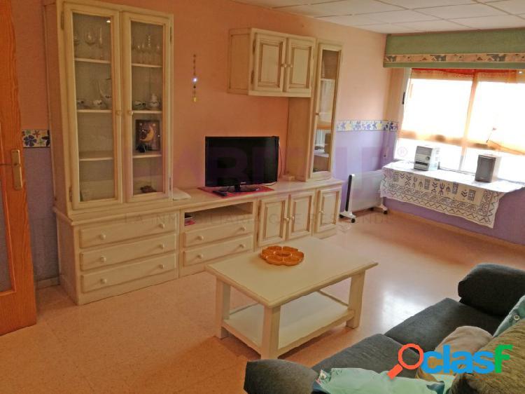 PETRER: piso 55 m2, ascensor, 1 dormitorio, baño. 300 €
