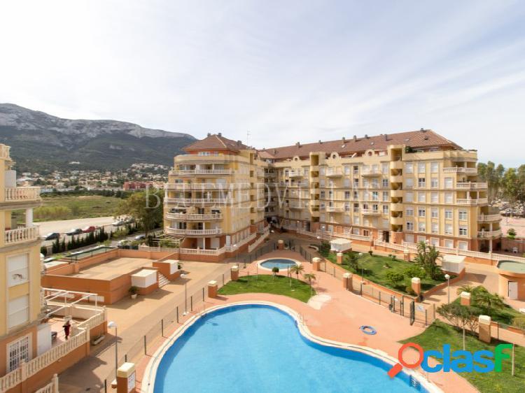 Piso de 3 dormitorios con amplia terraza en venta en Denia,