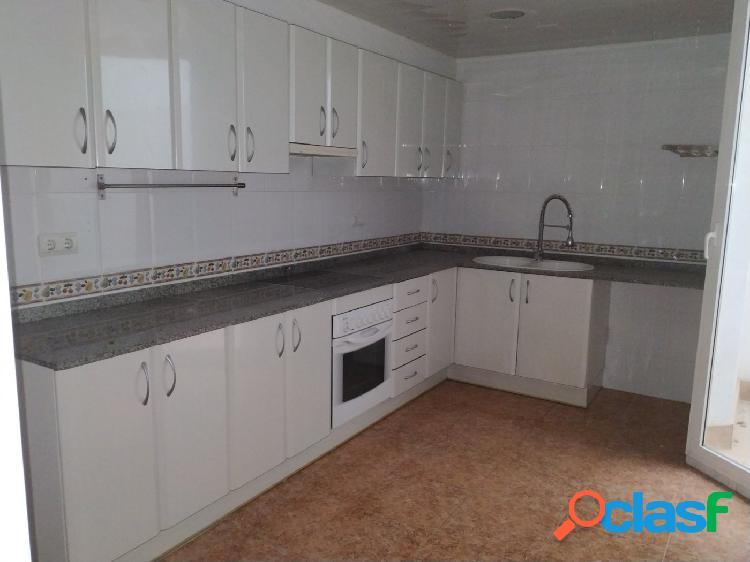 Piso de 99 m2 con 4 habitaciones, parquing y trastero