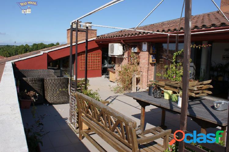 Precioso ático duplex, 4 hab, 2 baños, terraza, parking