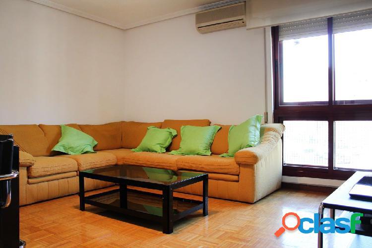 Se alquila piso de 4 dormitorios y plaza de Garaje en El