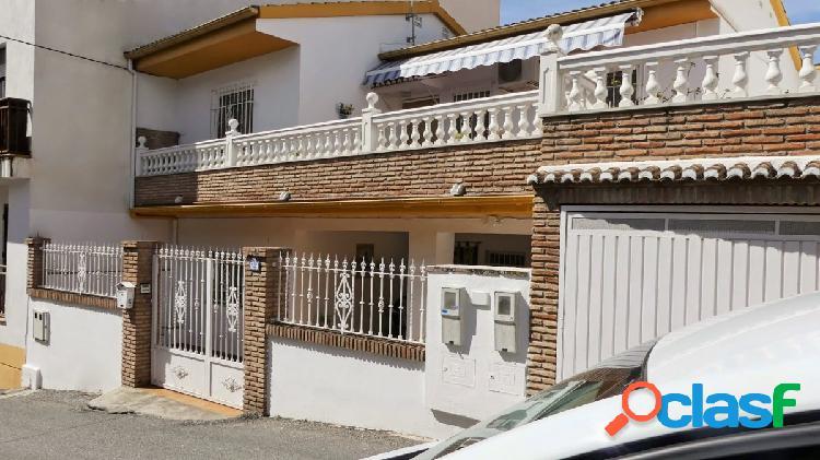 Venta de edificio en Cájar (Granada) con 2 casas con