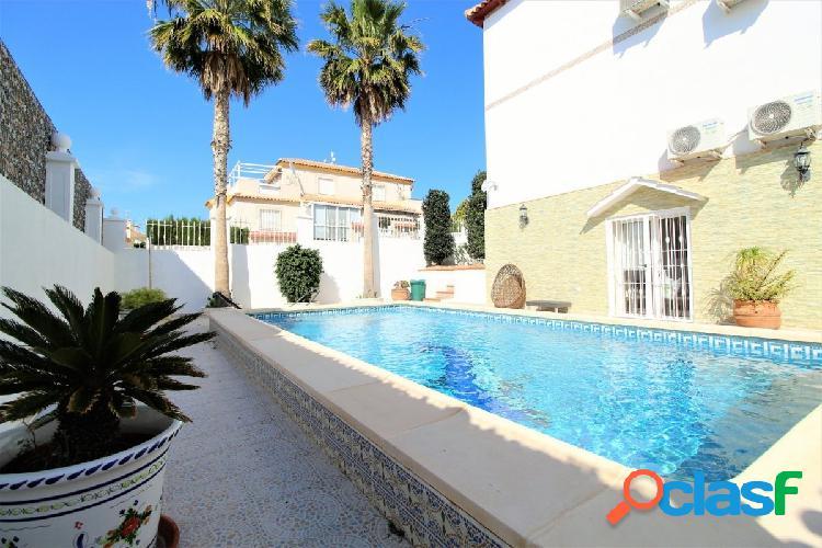 Villa RECONSTRUIDO con vistas al mar y en la mejor zona de
