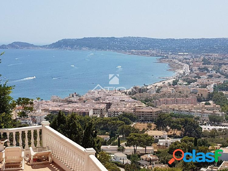 """Villa de lujo con vistas al mar en la prestigiosa zona"