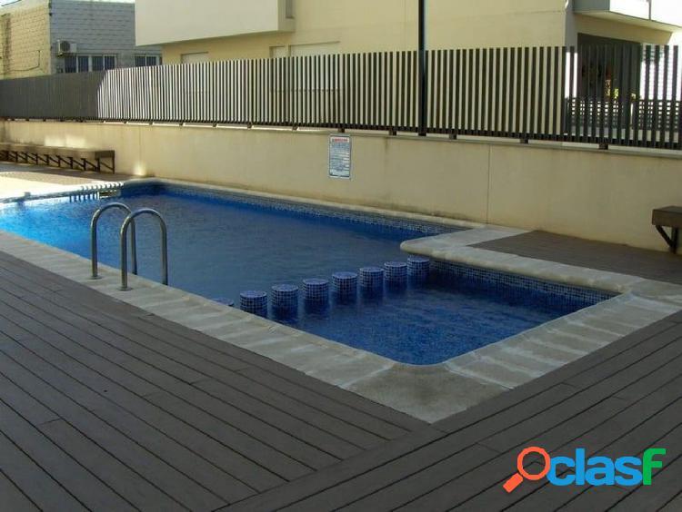 Apartamento de dos dormitorios con terraza y piscina