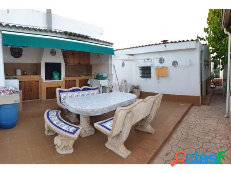 Chalet con piscina y jardín en Can Gordei