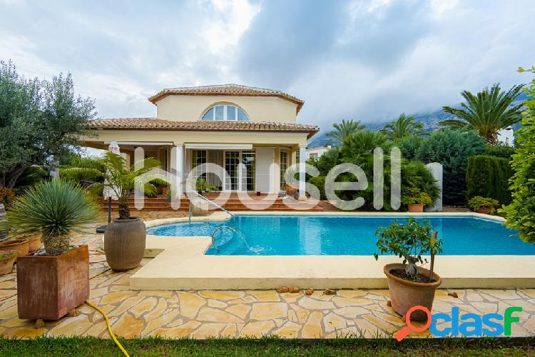 Chalet en venta de 240 m² en la Calle Altair, 03700 en