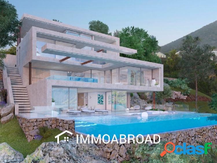 Chalet en venta en Marbella con 4 dormitorios y 4 baños