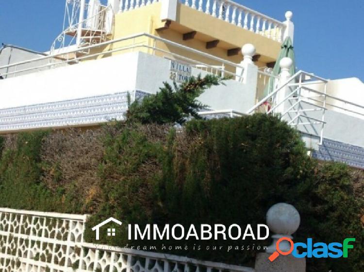 Chalet en venta en Torrevieja con 3 dormitorios y 1 baños