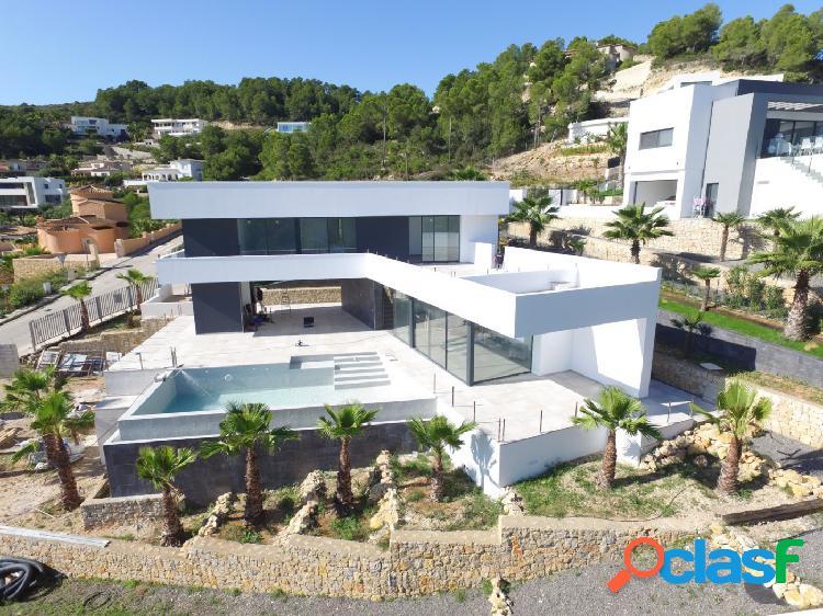 Impresionante villa moderna con vistas al mar en Javea