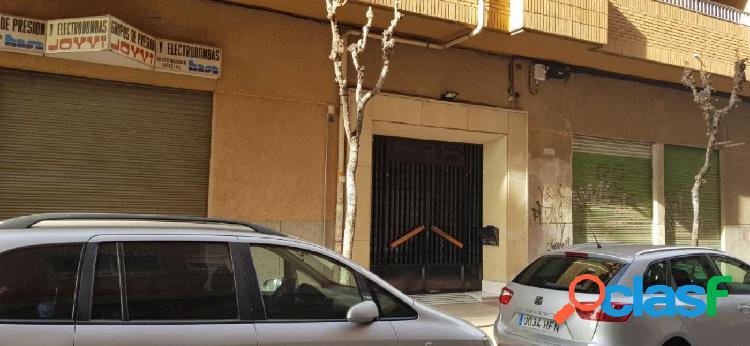 LOCAL COMERCIAL EN EL BARRIO DE EL CARMEN