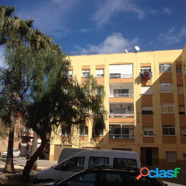Piso de 101 m2, consta de 4 dormitorios, Terraza, Exterior.