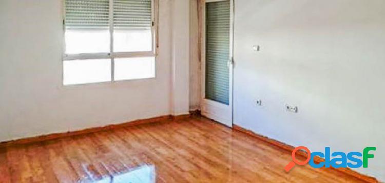 Piso de 3 dormitorios en el centro de Maracena.