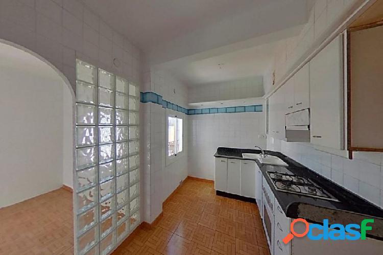 Piso de 56 m2, consta de 3 dormitorios, Reformado.