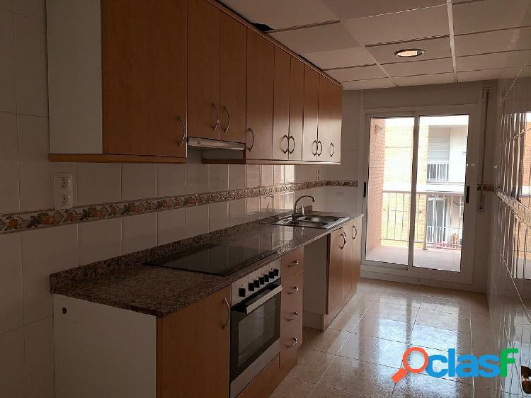 Piso de 86 m2 con 4 habitaciones y 2 baños