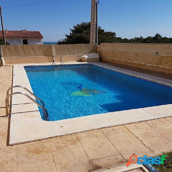 Planta baja de 58 m2 con 2 dormitorios, jardín y piscina