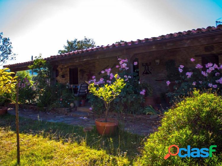 Preciosa Finca Rústica con Casa de Piedra en La Codosera
