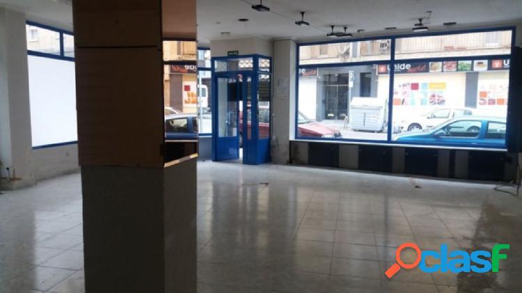 Urbis te ofrece un local comercial en alquiler en Las