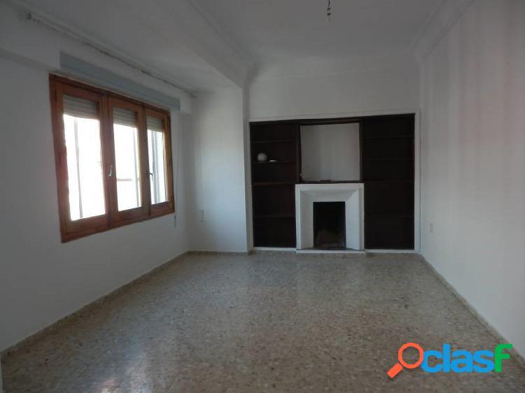 piso de 4 dormitorios en Casco Antiguo con garaje