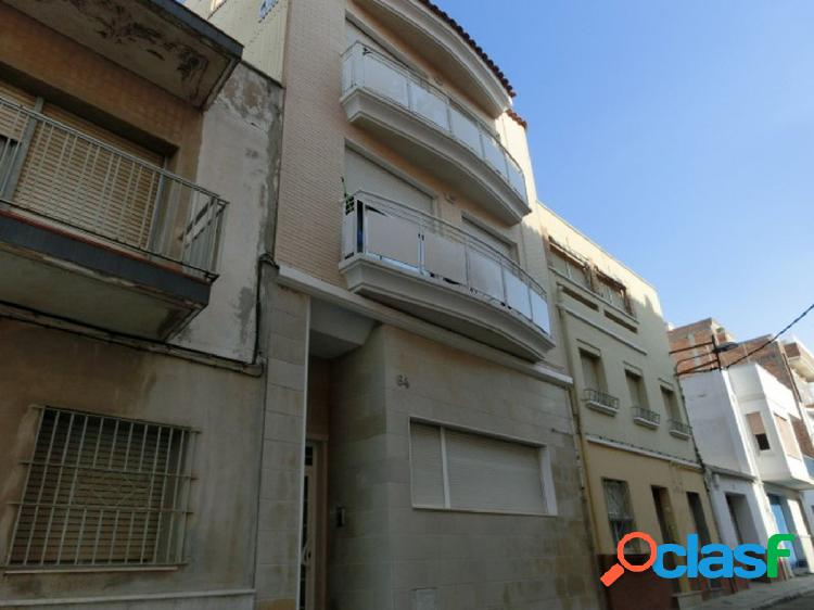 Ático dúplex de 108 m2, consta de 3 dormitorios, 2 baños.