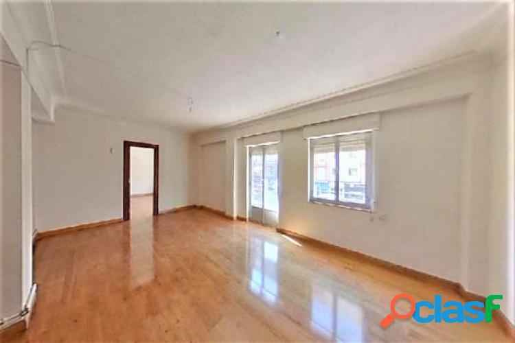 venta de piso de siete habitaciones en Avda. de Portugal