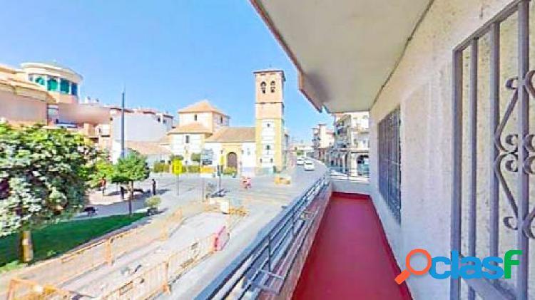 Amplio piso de 4 dormitorios, situado junto a la Iglesia de