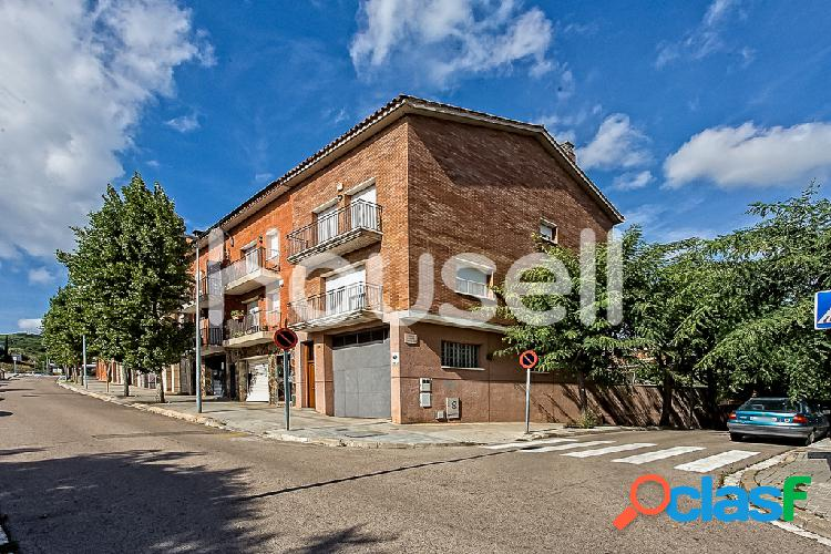 Chalet en venta de 330m²y parcela de 170m²en Calle Joan
