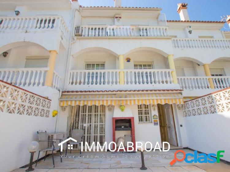 Chalet en venta en Benalmádena con 3 dormitorios y 2 baños