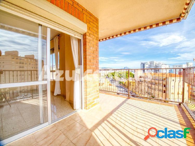Fantástica vivienda situada en El Campello con vistas al