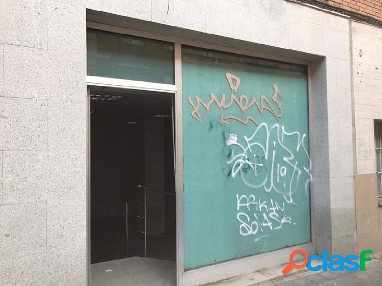 ** LOCAL COMERCIAL A PIE DE CALLE DE 130 m2 **
