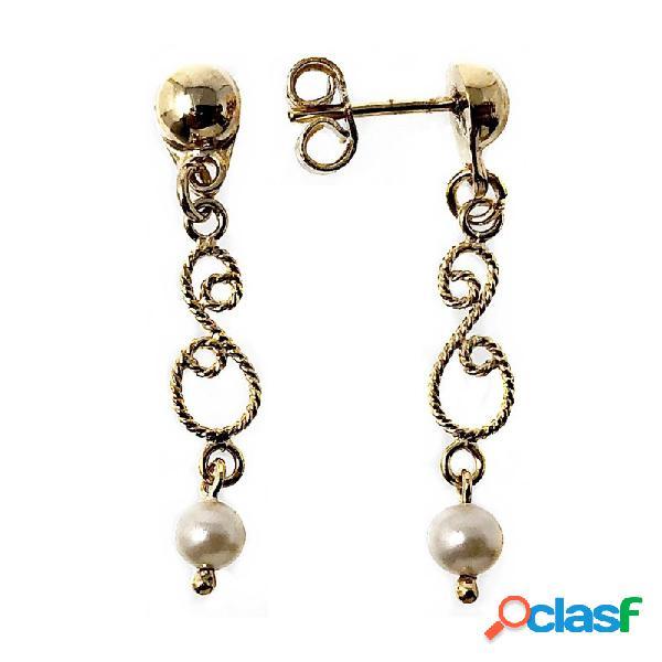 Pendientes metal largos dorados 28mm. filigrana perla.