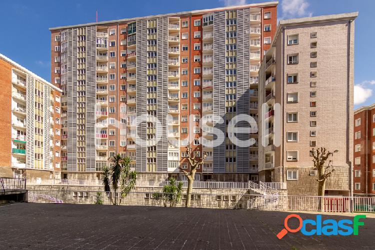 Piso en venta de 120m² en Plaza Julio Lazúrtegui, 48014