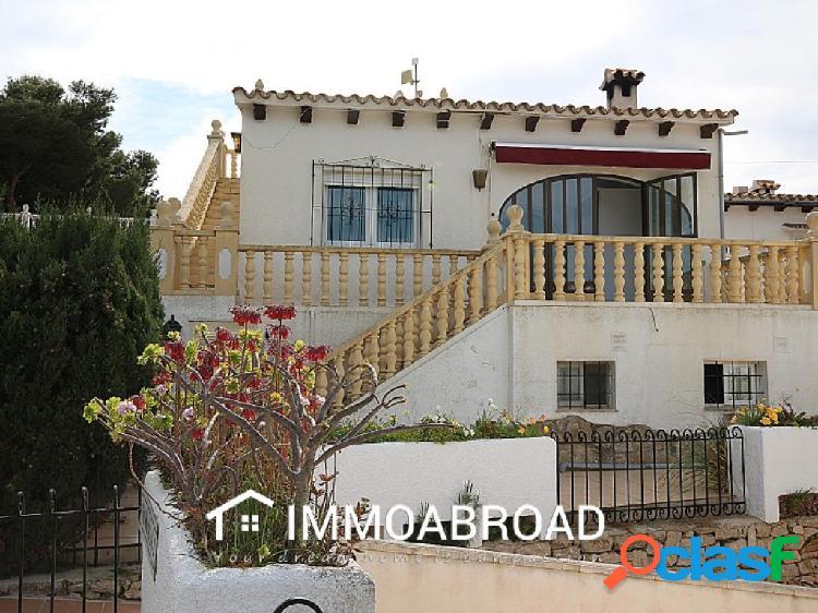 Chalet en venta en Moraira con 2 dormitorios y 3 baños