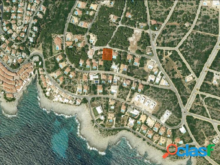 Amplia parcela en venta con vistas lejanas al mar en