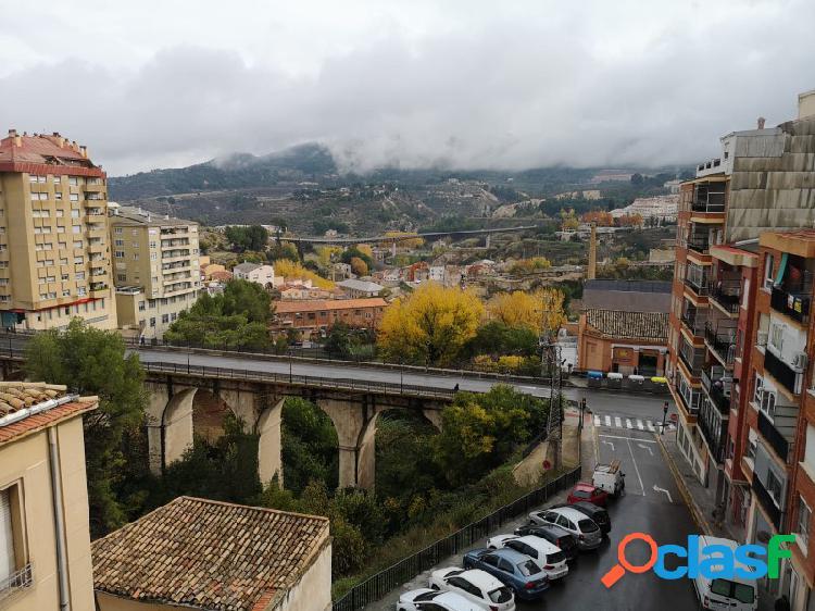 Cuarto piso con excelentes vistas a la ciudad y montaña.
