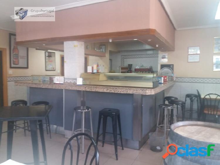 Grupo Portugal ofrece en Venta Bar con Cocina en la Zona de