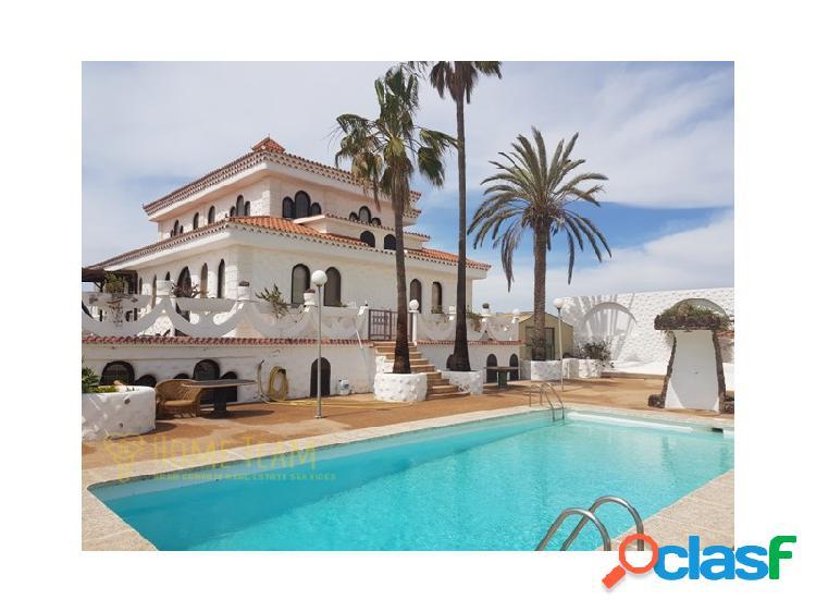 Magnífica villa con finca y piscina privada en El Salobre