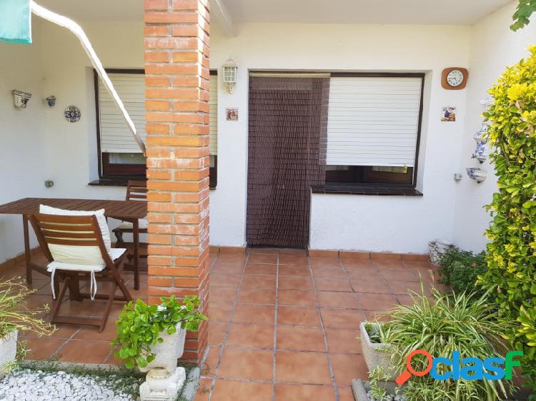 Oportunidad: Casa con garaje y piscina comunitaria en Santa