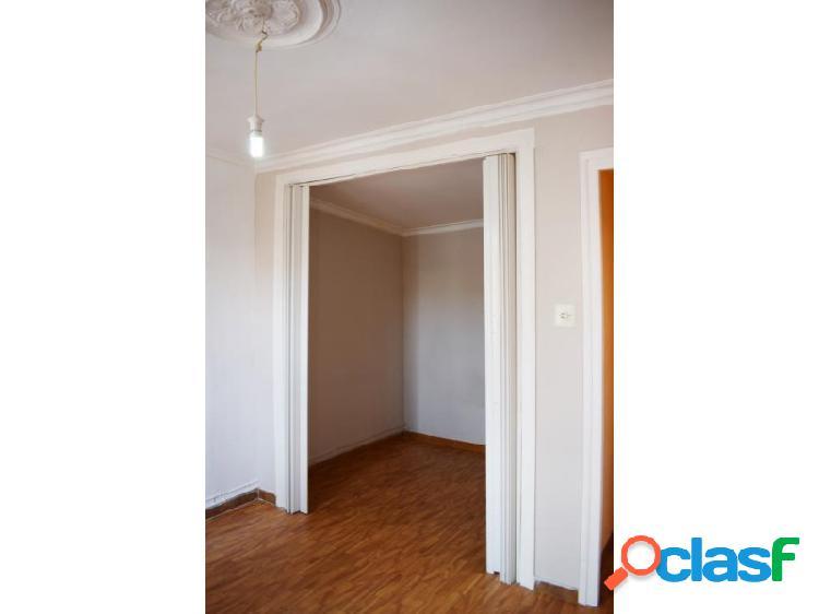 Piso con terraza de 23 m2 en c/Reina Amalia