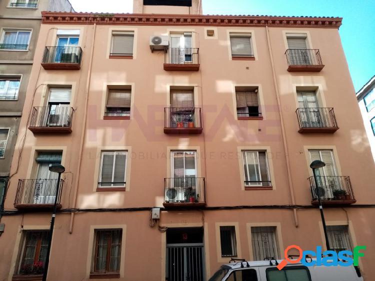 Piso en venta en Calle Aljafería, excelente ubicación.