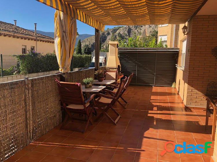 Primer piso con terraza de 50m2 muy soleada.