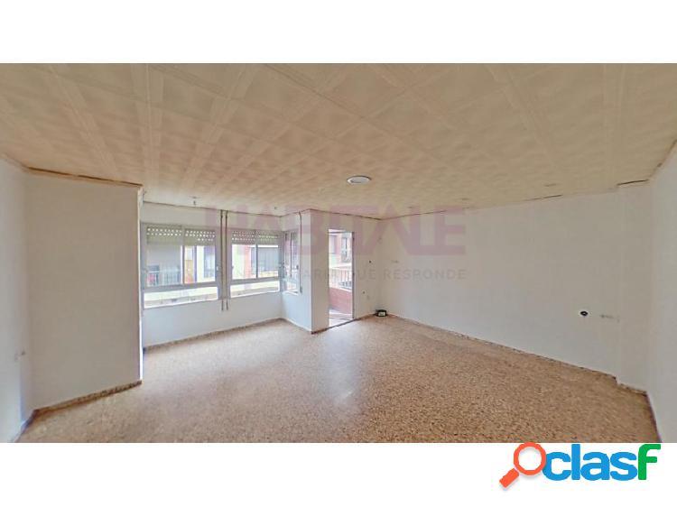 Primer piso de 4 habitaciones a la venta en Alzira. *SIN