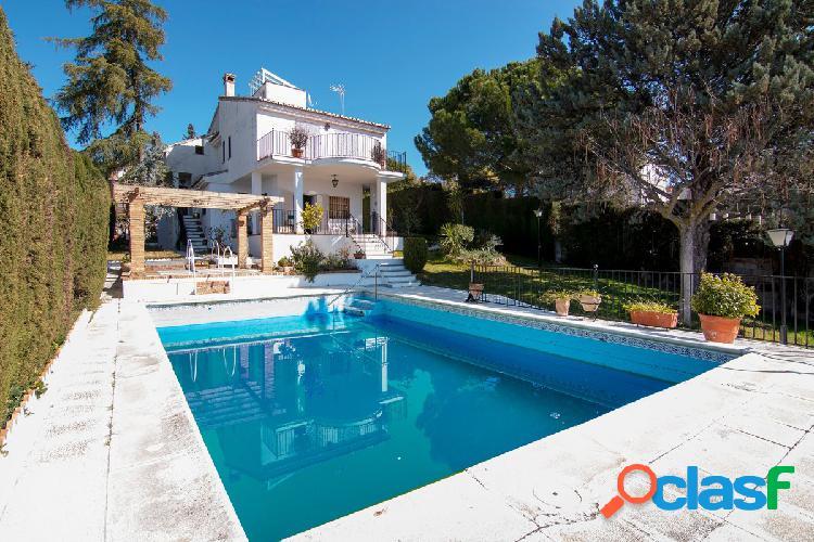Magnífica casa independiente en La Zubia con piscina