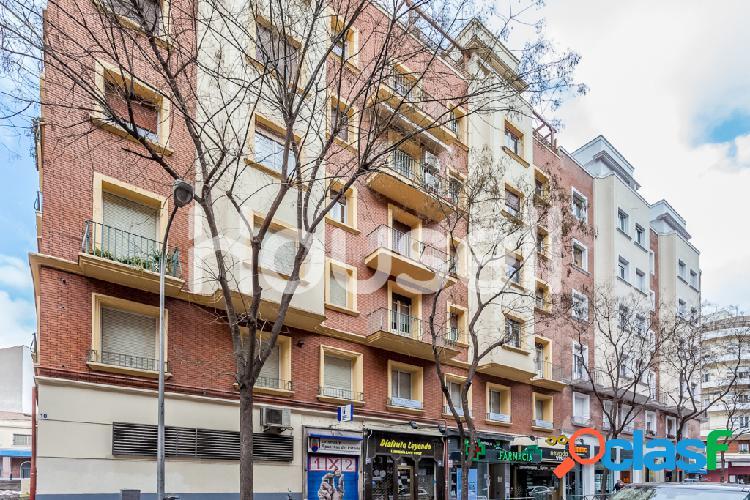 Piso en venta de 136 m² en Calle Fernando el Católico,